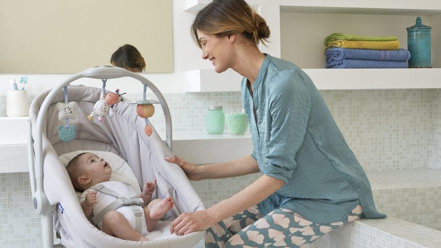 Ema lapsega Baby Hug voodis
